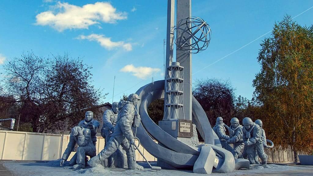 """Pomnik """"Tym, którzy uratowali świat"""" - najsłynniejszy pomnik Czarnobyla"""